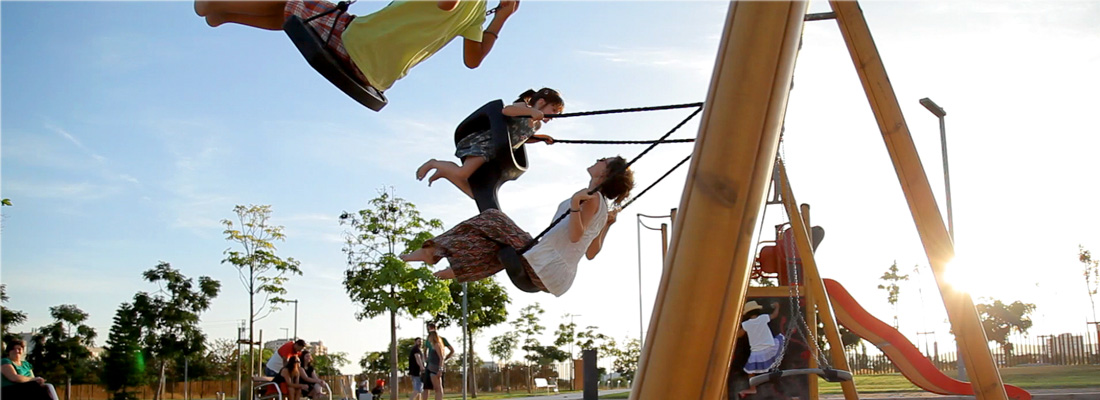 Tango face-to-face swing seat intergenerational play